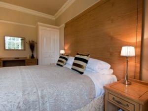 Lyzzick Hall Hotel bedroom