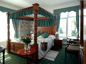 The Ravensworth four poster room