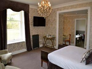 The Leathes Head Hotel bedroom