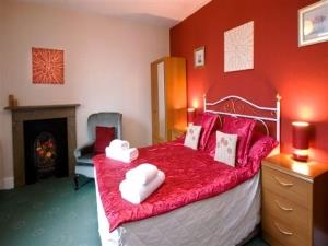 Plumtree House bedroom