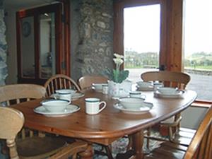 Cobblestone Cottage dining room