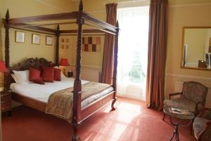 four poster room manor hotel