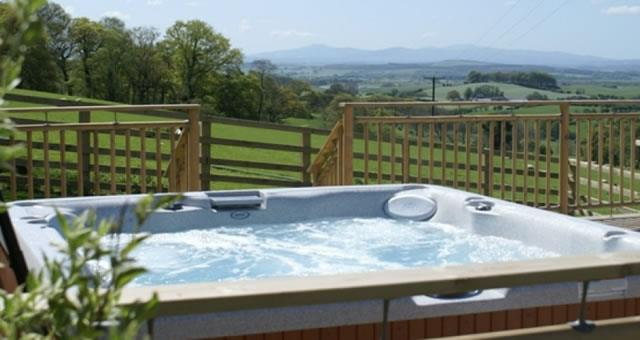 Mill Barn, Hot tub