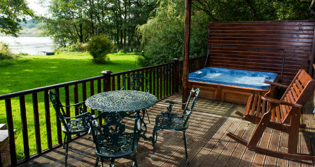 Private Lakeside Hottub - Egret Lodge