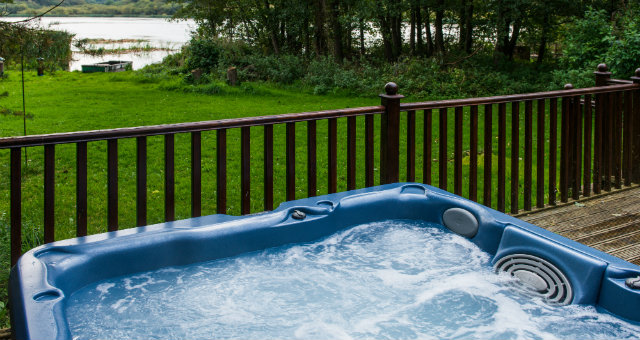 Private Lakeside Hottub - Dunnock Lodge